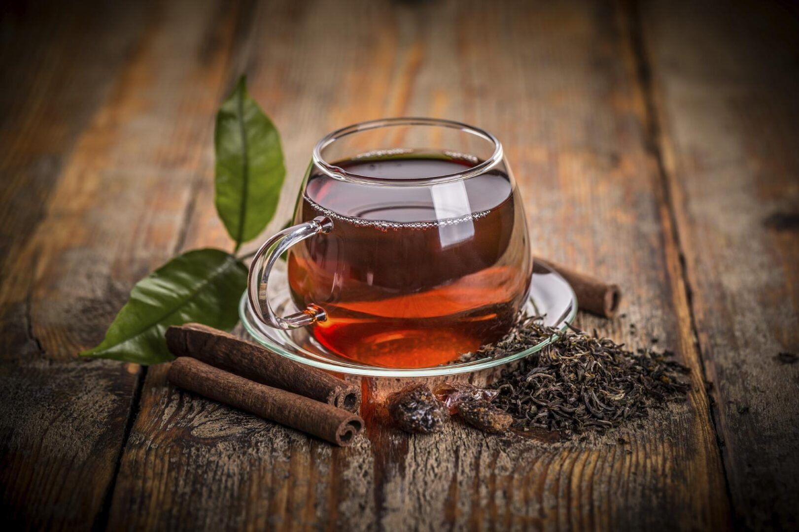 What nutrients can be found in black tea?